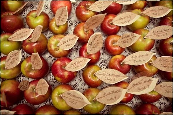 The perfect escort cards for a Fall Wedding.  Edible too!