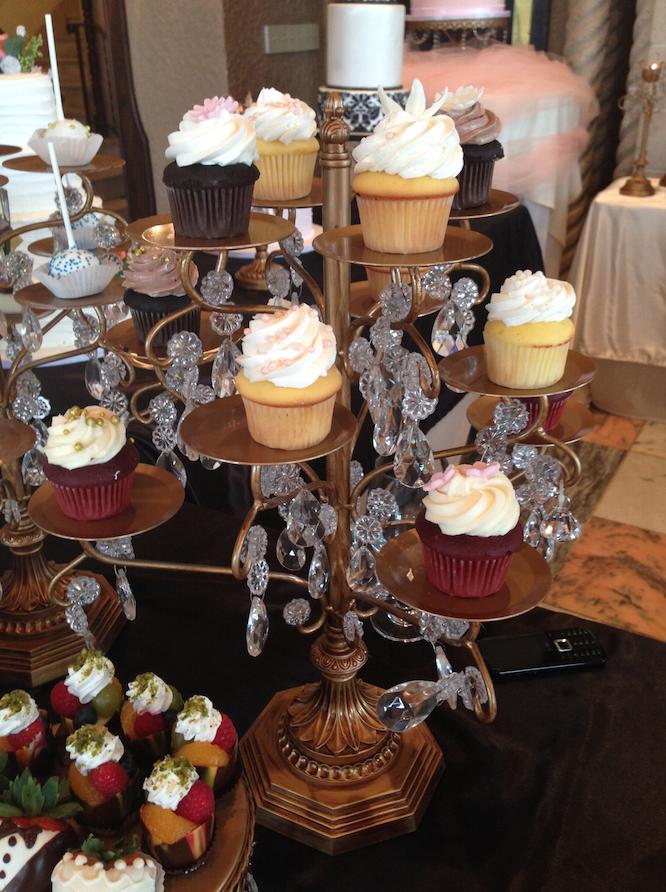Cupcake Tree   Oak Mill Bakery